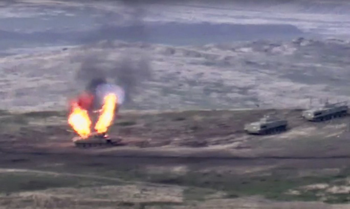 Armenia - Azerbaijan giao tranh ác liệt, bắn rơi cả trực thăng - Ảnh 3.