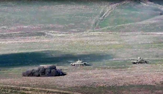 Armenia - Azerbaijan giao tranh ác liệt, bắn rơi cả trực thăng - Ảnh 2.