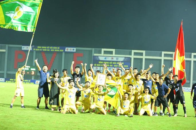 Chờ 8 năm, U17 SLNA lên ngôi thuyết phục ở giải U17 Quốc gia - Ảnh 1.