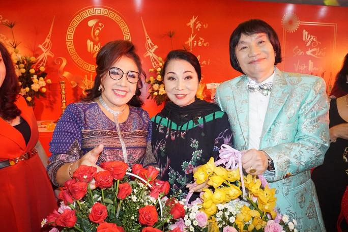 Đông đảo nghệ sĩ xem triển lãm ảnh của NSND Minh Vương - Ảnh 1.