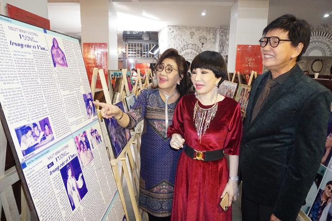 Đông đảo nghệ sĩ xem triển lãm ảnh của NSND Minh Vương - Ảnh 3.