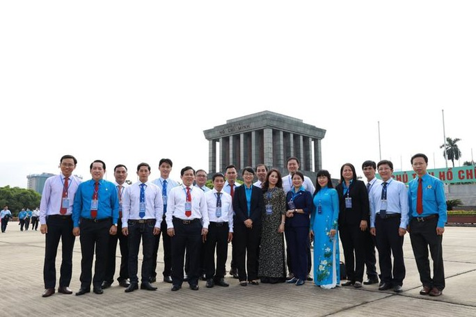 Đại biểu dự Đại hội thi đua yêu nước trong CNVCLĐ báo công dâng Bác - Ảnh 8.