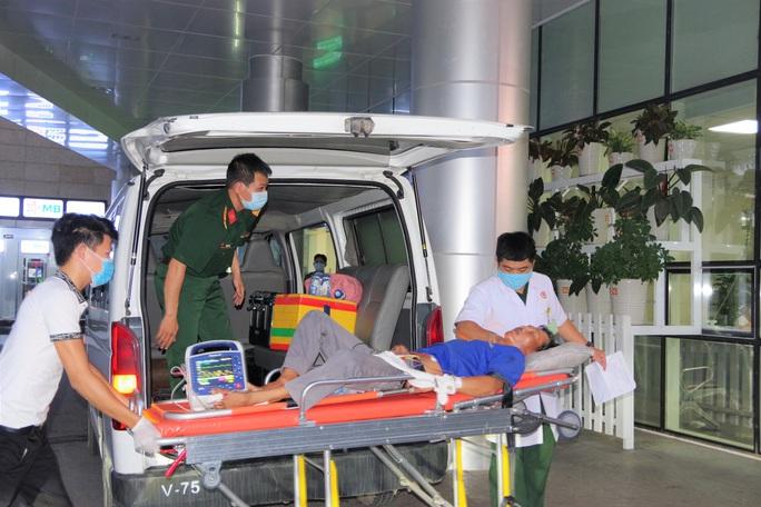 Trực thăng đưa một ngư dân Bình Định vỡ máu não về đất liền - Ảnh 1.