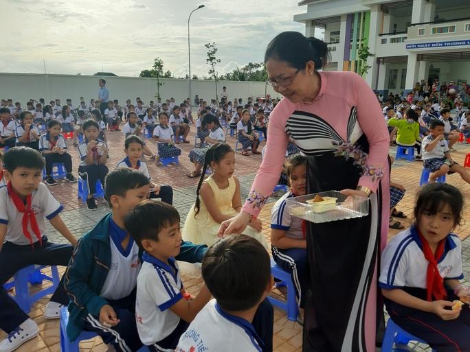 Báo Người Lao Động trao 285 phần quà trung thu cho trẻ em nghèo Cần Thơ - Ảnh 14.