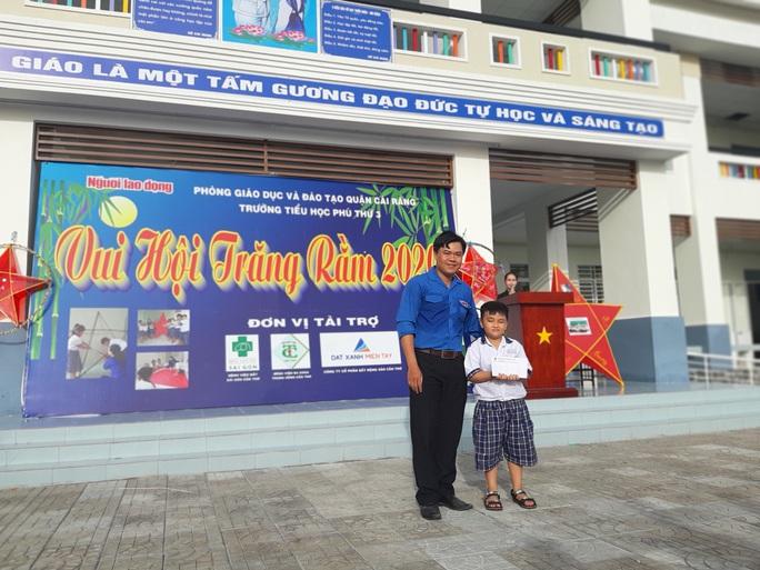 Báo Người Lao Động trao 285 phần quà trung thu cho trẻ em nghèo Cần Thơ - Ảnh 15.