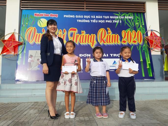 Báo Người Lao Động trao 285 phần quà trung thu cho trẻ em nghèo Cần Thơ - Ảnh 16.