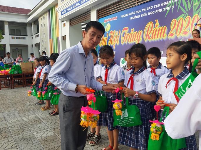 Báo Người Lao Động trao 285 phần quà trung thu cho trẻ em nghèo Cần Thơ - Ảnh 20.