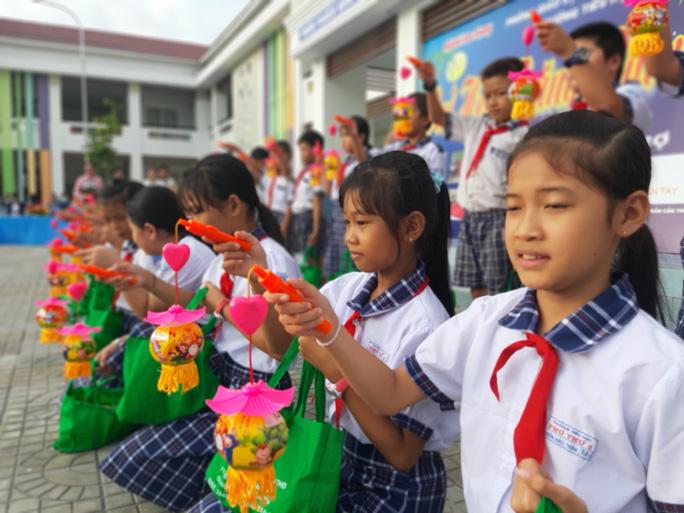 Báo Người Lao Động trao 285 phần quà trung thu cho trẻ em nghèo Cần Thơ - Ảnh 22.