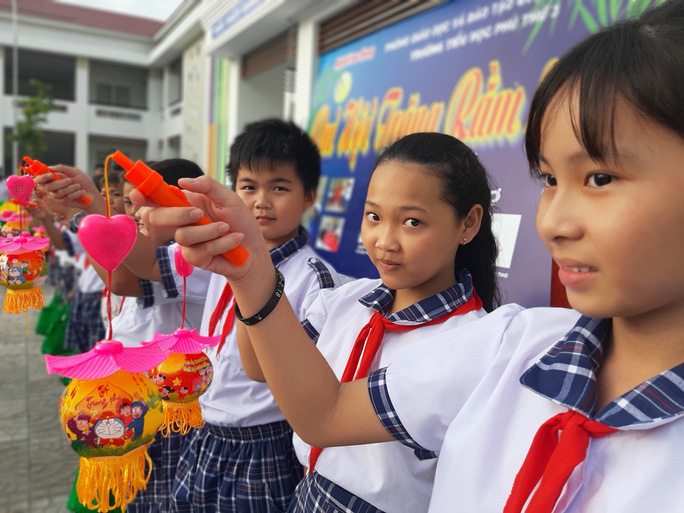 Báo Người Lao Động trao 285 phần quà trung thu cho trẻ em nghèo Cần Thơ - Ảnh 24.