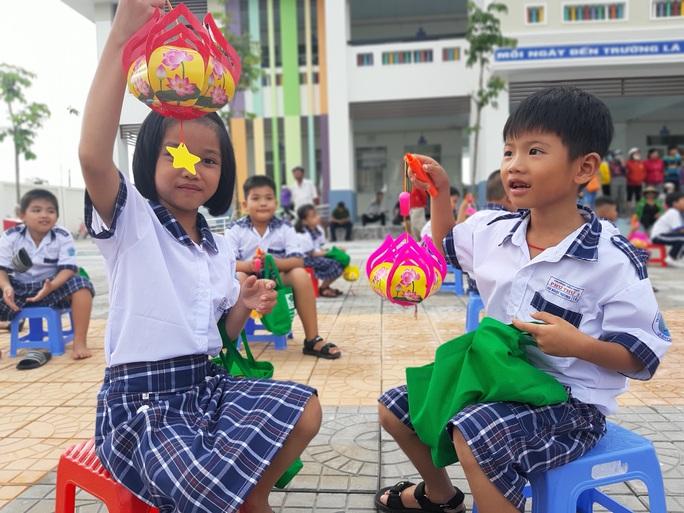 Báo Người Lao Động trao 285 phần quà trung thu cho trẻ em nghèo Cần Thơ - Ảnh 32.