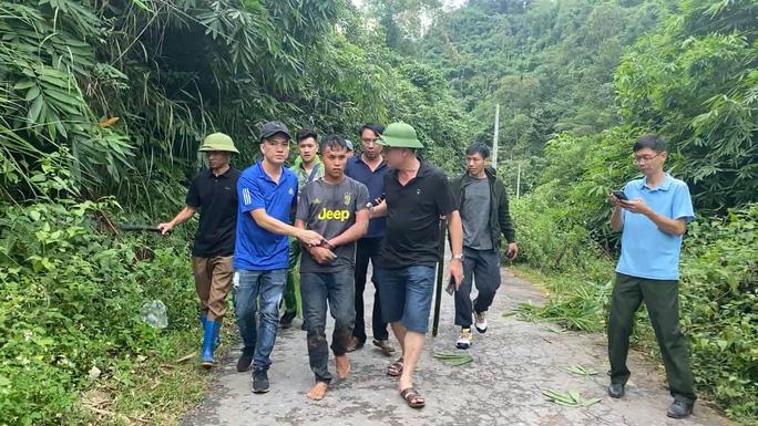 200 công an, biên phòng vây bắt kẻ ném 20 bánh heroin bỏ trốn vào rừng - Ảnh 2.