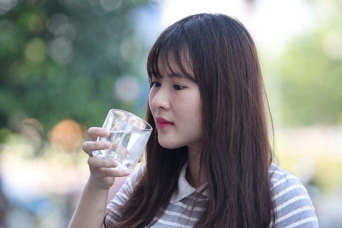 Uống nước cũng phải học - Ảnh 1.