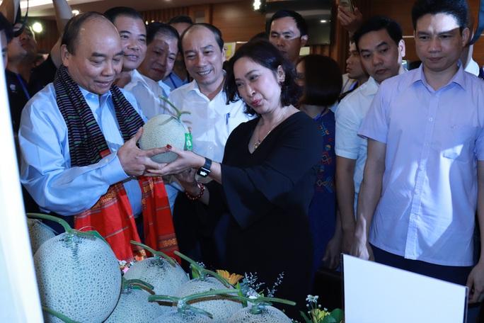Thủ tướng trực tiếp giải đáp nhiều thắc mắc của nông dân - Ảnh 2.