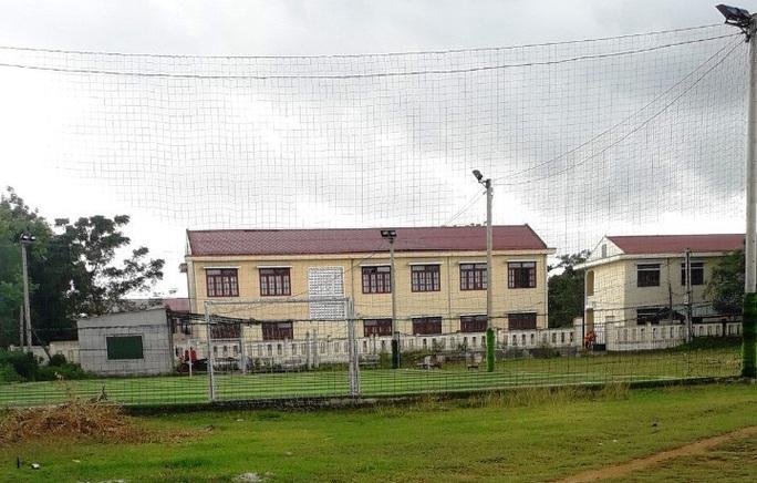 Đất tại sân thể thao của xã để xây dựng sân bóng đá mini không đúng thẩm quyền