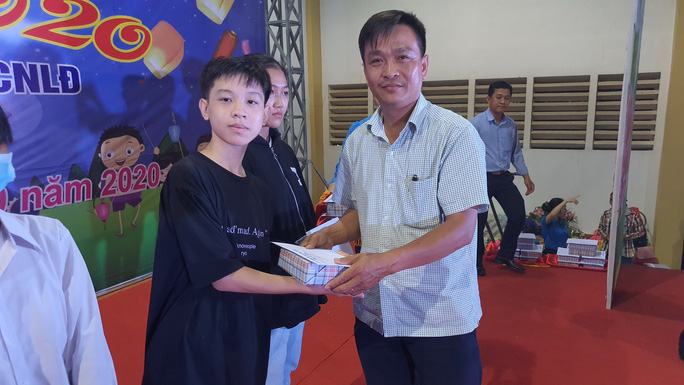 """Ấm áp đêm """"Vui hội trung thu"""" với trẻ em nghèo Sóc Trăng, Tiền Giang - Ảnh 9."""
