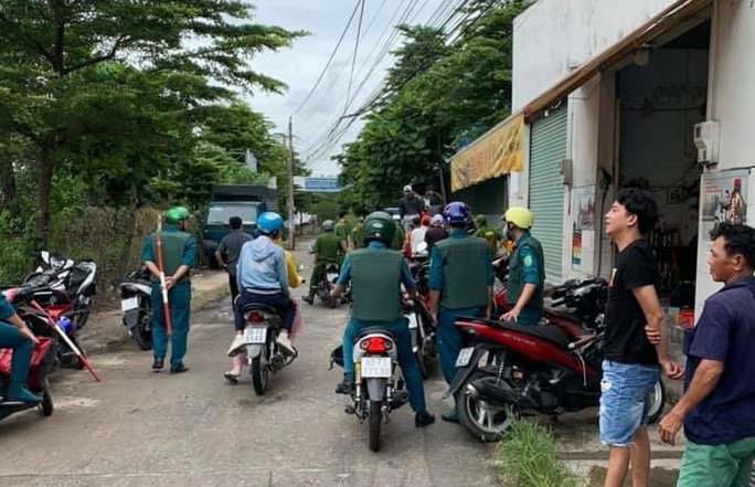Hàng chục thanh niên mang tuýp sắt gắn vật nhọn dàn trận ở TP Biên Hòa - Ảnh 1.
