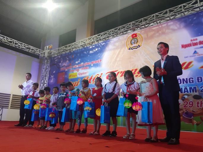"""Ấm áp đêm """"Vui hội trung thu"""" với trẻ em nghèo Sóc Trăng, Tiền Giang - Ảnh 6."""