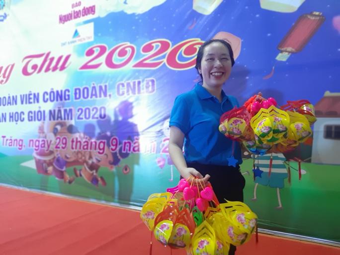 """Ấm áp đêm """"Vui hội trung thu"""" với trẻ em nghèo Sóc Trăng, Tiền Giang - Ảnh 23."""