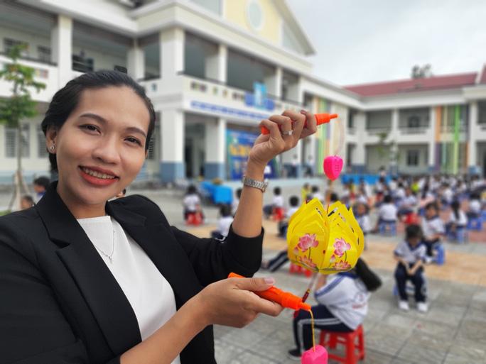 Báo Người Lao Động trao 285 phần quà trung thu cho trẻ em nghèo Cần Thơ - Ảnh 2.