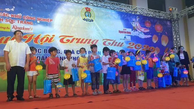 """Ấm áp đêm """"Vui hội trung thu"""" với trẻ em nghèo Sóc Trăng, Tiền Giang - Ảnh 4."""