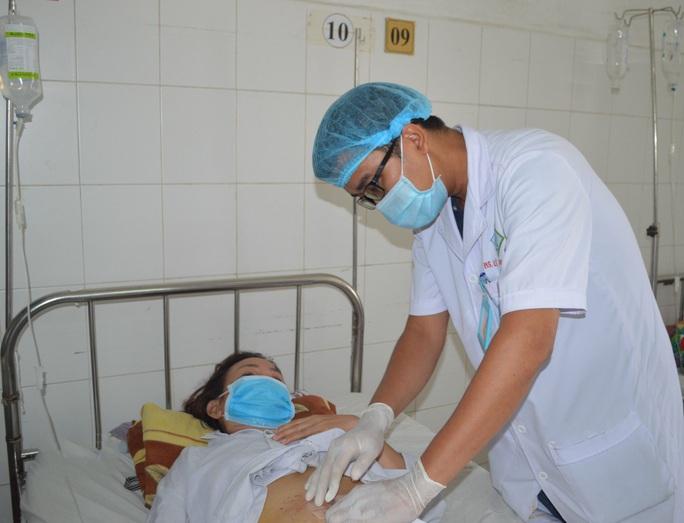 Người phụ nữ bị xương cá đâm thủng ruột, 10 ngày mới phát hiện - Ảnh 3.