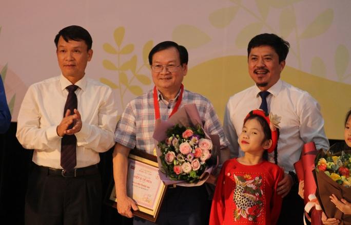 Nhà văn Nguyễn Quang Thiều từ chối nhận giải thưởng Dế mèn - Ảnh 1.