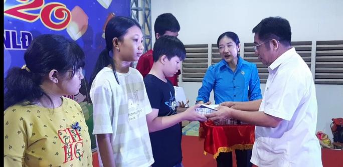 """Ấm áp đêm """"Vui hội trung thu"""" với trẻ em nghèo Sóc Trăng, Tiền Giang - Ảnh 10."""