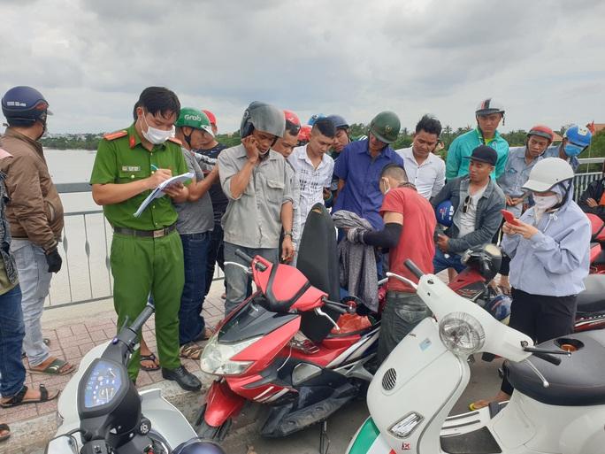 Tìm kiếm người phụ nữ nhảy xuống sông Sài Gòn mất tích - Ảnh 1.