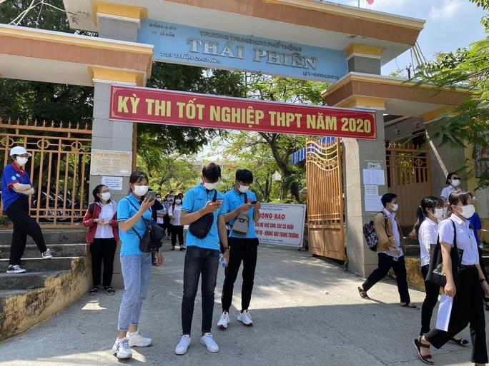 Thi tốt nghiệp THPT đợt 2: Phần thi tác phẩm Việt Bắc nằm ngoài dự đoán của  nhiều thí sinh Đà Nẵng - Ảnh 2.