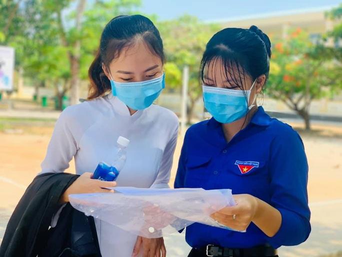 Thi tốt nghiệp THPT đợt 2: Phần thi tác phẩm Việt Bắc nằm ngoài dự đoán của  nhiều thí sinh Đà Nẵng - Ảnh 8.