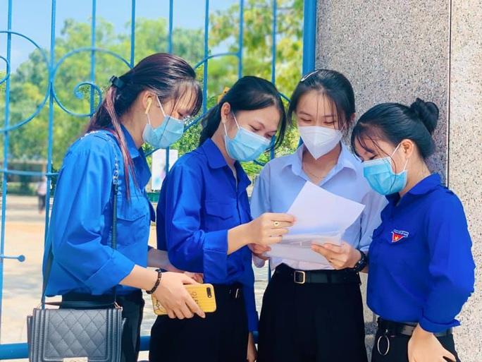 Thi tốt nghiệp THPT đợt 2: Phần thi tác phẩm Việt Bắc nằm ngoài dự đoán của  nhiều thí sinh Đà Nẵng - Ảnh 7.