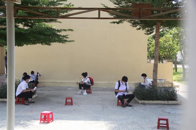 Thi tốt nghiệp THPT đợt 2: Phần thi tác phẩm Việt Bắc nằm ngoài dự đoán của  nhiều thí sinh Đà Nẵng - Ảnh 6.