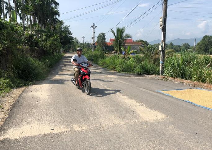 Dính đến tuyến đường 70 tỉ đồng dang dở, nhiều quan chức Quảng Ngãi bị kỷ luật - Ảnh 6.
