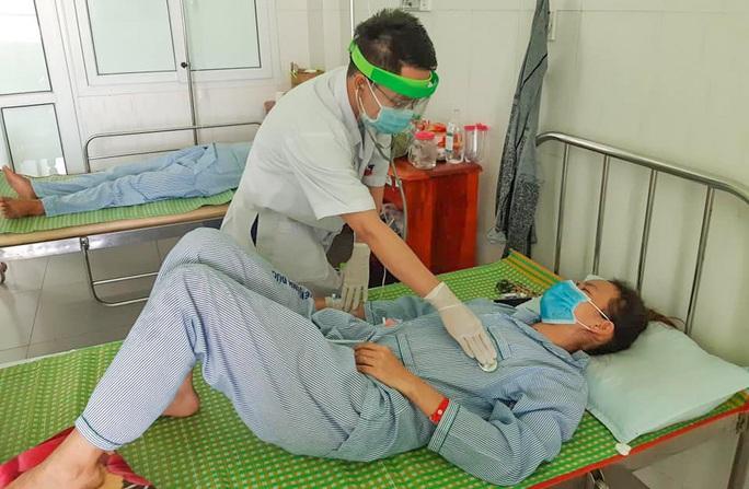 3 người ở Quảng Nam đi cấp cứu sau khi ăn pate Minh Chay - Ảnh 2.