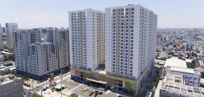 Kiến nghị cưỡng chế tháo dỡ 43 căn hộ, bãi xe trái phép... ở chung cư Oriental Plaza - Ảnh 1.
