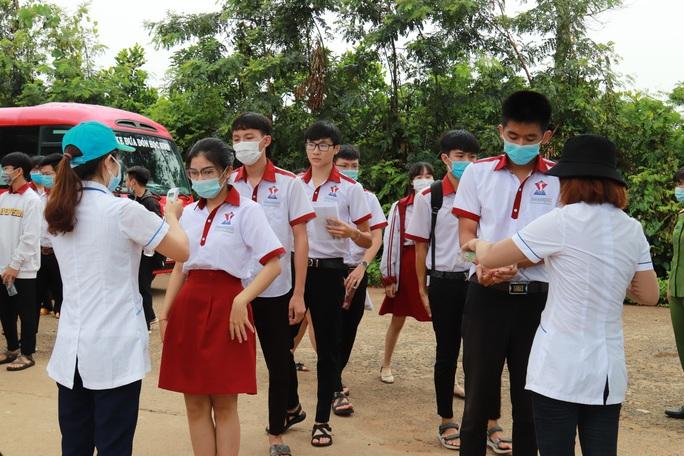 Thí sinh Đắk Lắk soán ngôi thủ khoa khối A1 toàn quốc - Ảnh 1.