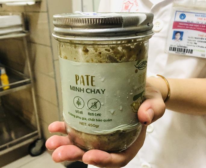 Thêm 24 người ăn pate Minh Chay có dấu hiệu bất thường - Ảnh 2.