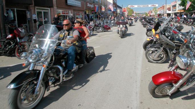 Coi thường Covid-19, người tham gia lễ hội xe máy lớn nhất hành tinh trả giá - Ảnh 1.