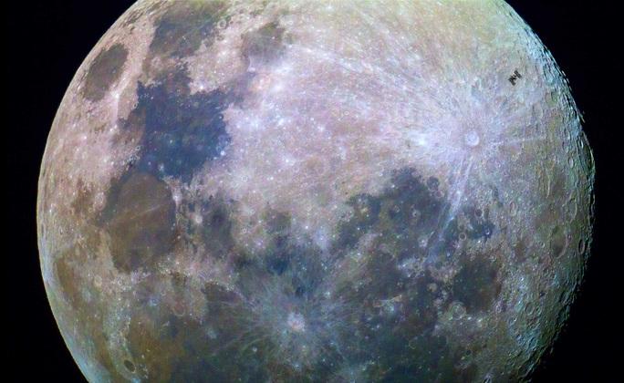 Thứ đào thoát từ Trái Đất đang làm… rỉ sét mặt trăng - Ảnh 1.