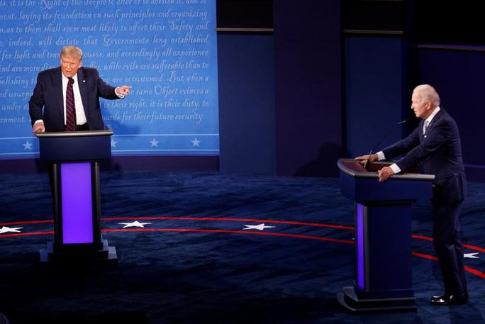 Ông Biden mạnh mẽ bất ngờ trong cuộc tranh luận với Tổng thống Trump - Ảnh 1.