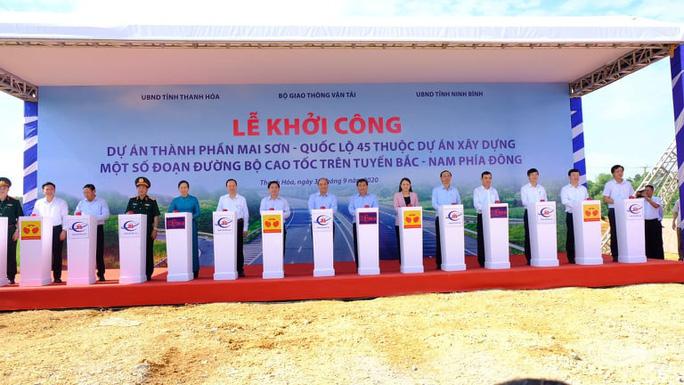 Thủ tướng Nguyễn Xuân Phúc dự lễ khởi công đường cao tốc Bắc - Nam - Ảnh 5.