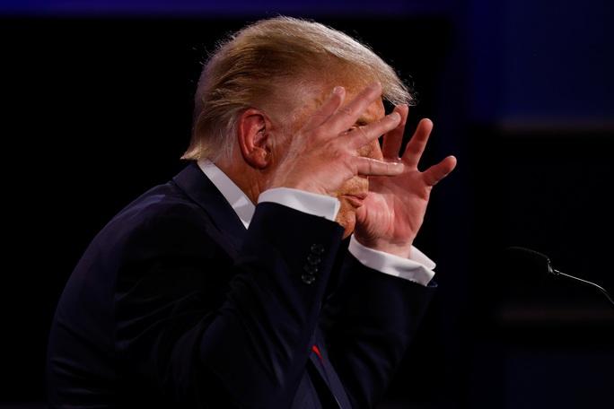 Tranh luận tổng thống Mỹ: Còn tệ hơn các bà nội trợ gấu ó - Ảnh 4.