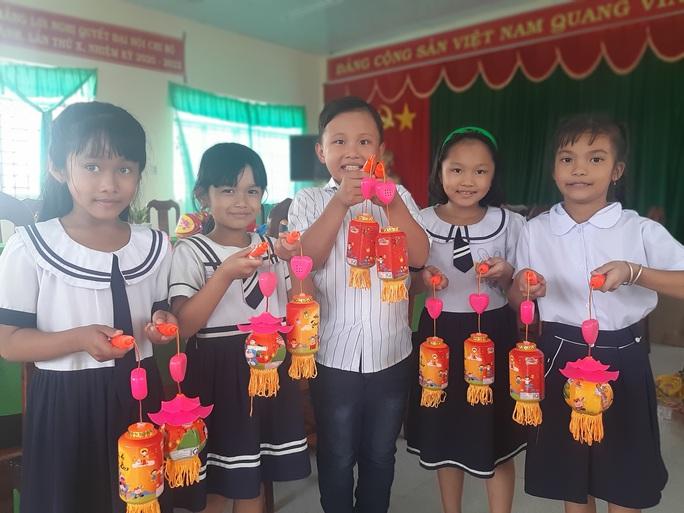 Ấp áp mùa trung thu với trẻ em nghèo Hậu Giang - Ảnh 29.