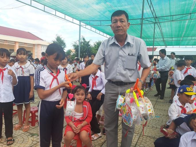 Ấp áp mùa trung thu với trẻ em nghèo Hậu Giang - Ảnh 13.