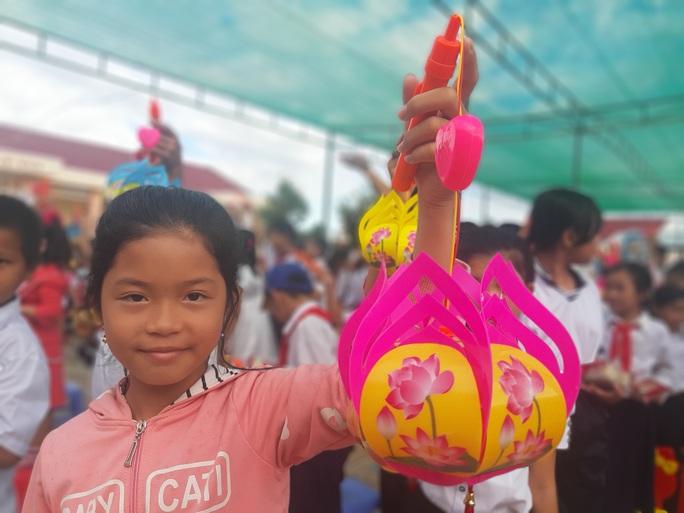 Ấp áp mùa trung thu với trẻ em nghèo Hậu Giang - Ảnh 31.