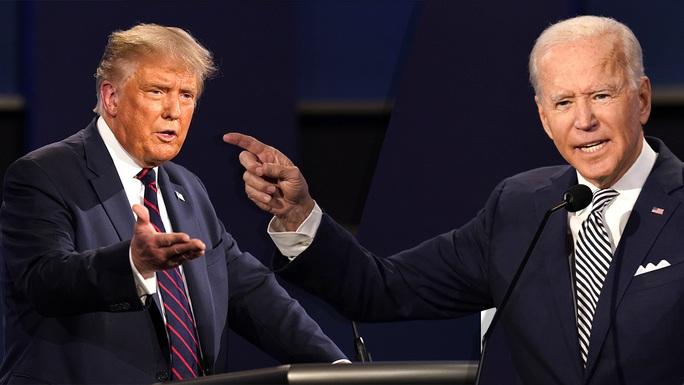 Tranh luận tổng thống Mỹ: Còn tệ hơn các bà nội trợ gấu ó - Ảnh 6.
