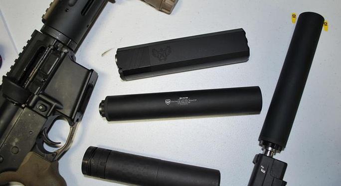 Mỹ điều tra nhiều lô súng ma gửi từ Trung Quốc đến bang Massachusetts - Ảnh 1.