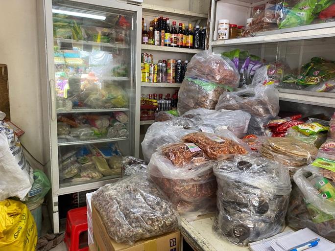 Thực phẩm chay giả mặn không nhãn mác bán đầy chợ - Ảnh 3.