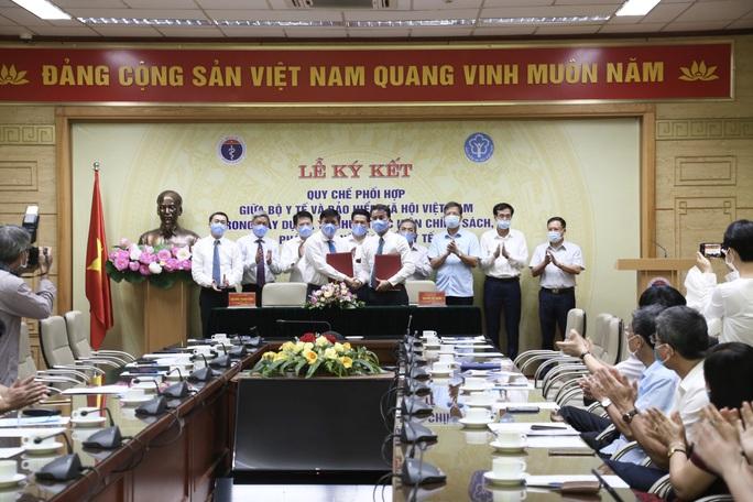 Bộ Y tế và Bảo hiểm Xã hội Việt Nam phối hợp phát triển BHYT - Ảnh 1.