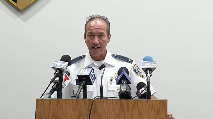 Tấn công tình dục bé gái, 8 gã trai Mỹ tự điểm tử huyệt - Ảnh 1.